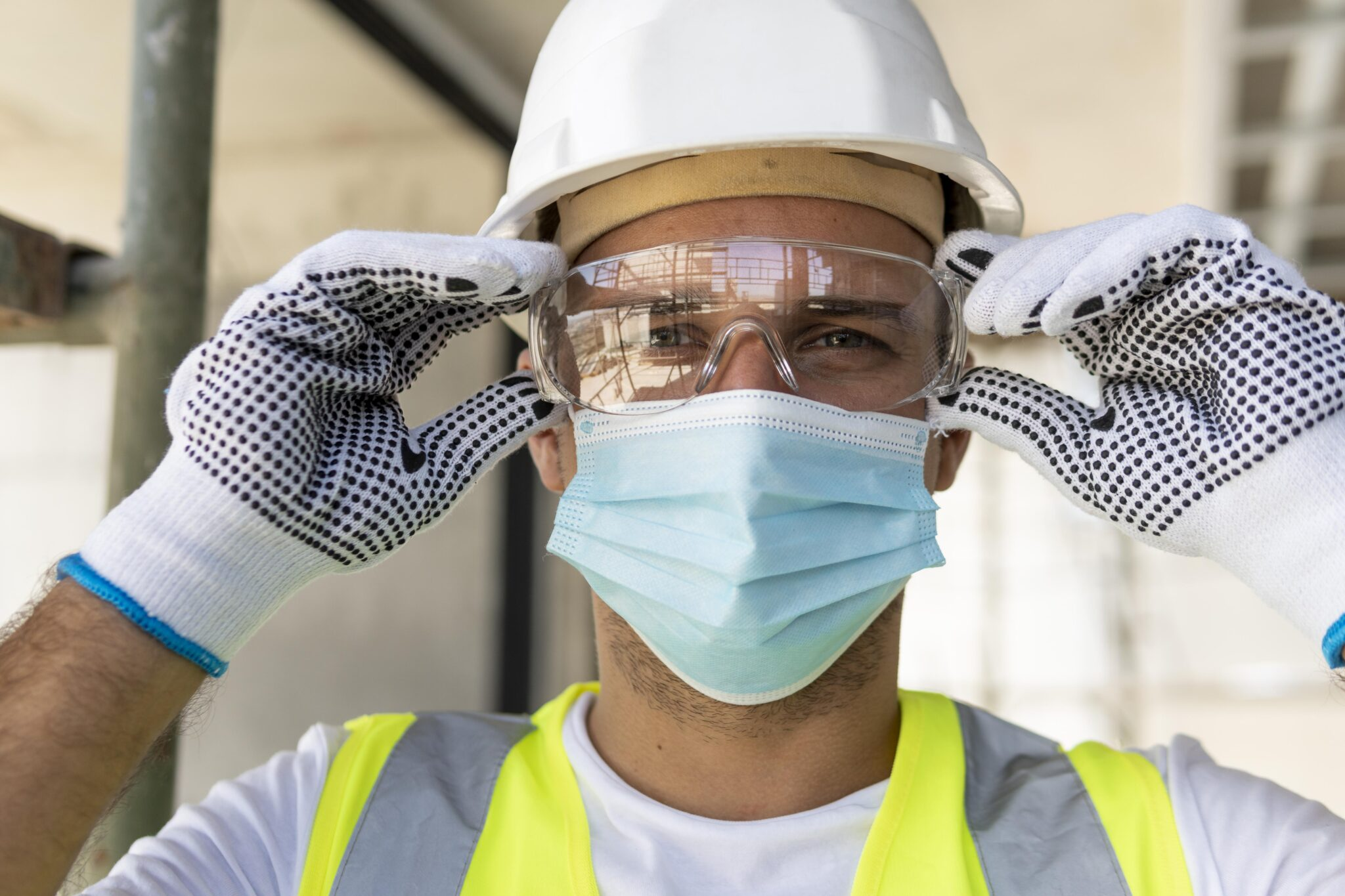 ¿Usar sobregafas o gafas de protección graduadas?